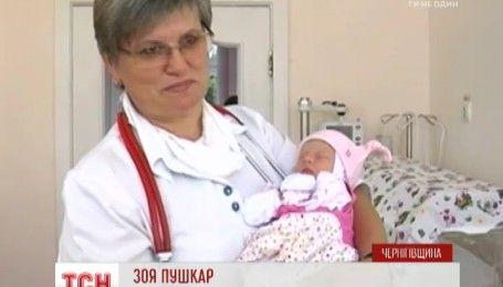 На Черниговщине на заброшенном кладбище нашли новорожденную девочку