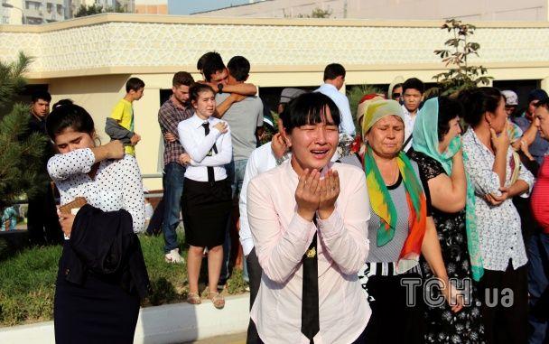 Прощання з диктатором. У Ташкенті зі сльозами й квітами провели в останню путь Карімова