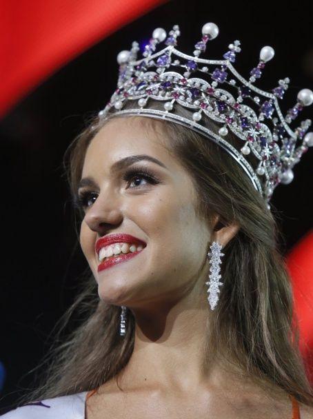 """Як обирали """"Міс Україну 2016"""": розкішні дівчата в купальниках і підступні запитання журі"""
