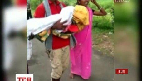 Невиданная жестокость индийских медиков: вытолкнули отца с мертвой дочерью на руках