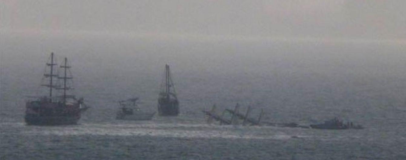 В Анталії туристичне судно перевернулось за три кілометри до берега
