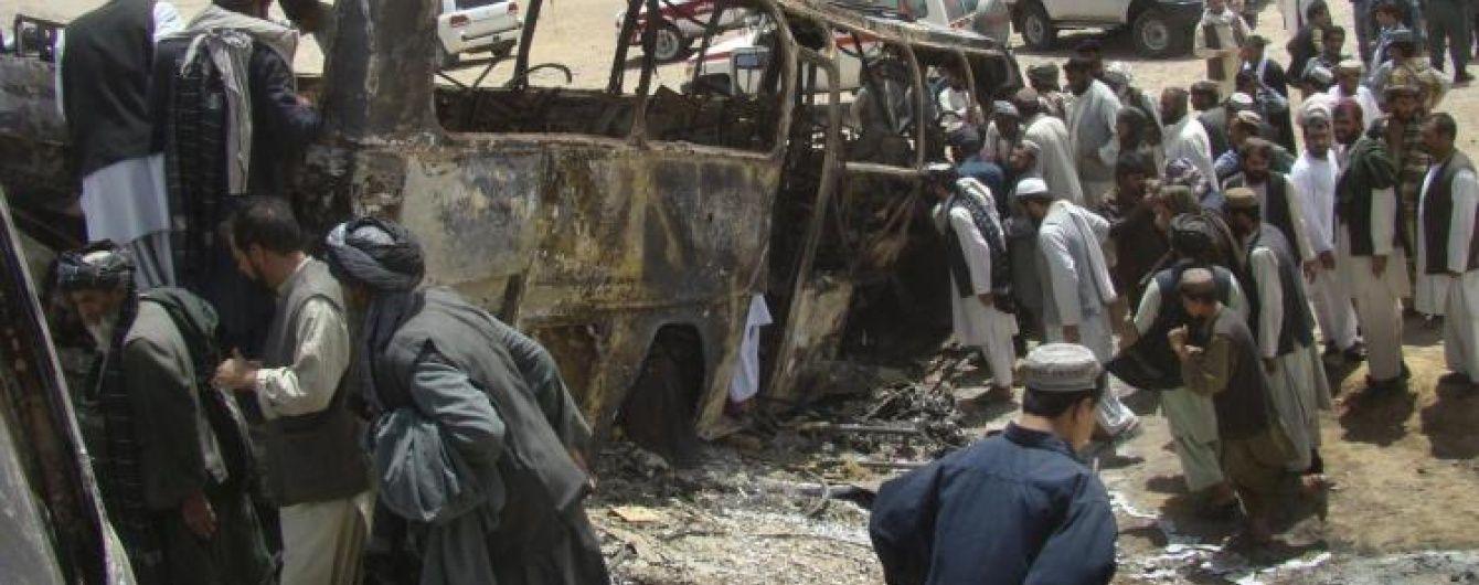 Кількість жертв внаслідок ДТП в Афганістані значно зросла: півсотні людей згоріли живцем