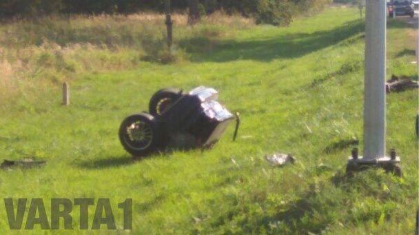 У Львові водій втікаючи від поліції спричинив ДТП та розколов BMW навпіл