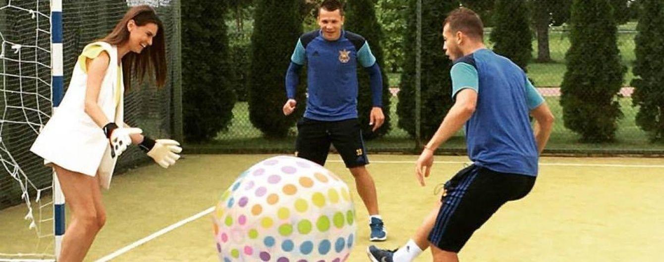 Гравці збірної України розважились у грі з надувним м'ячем