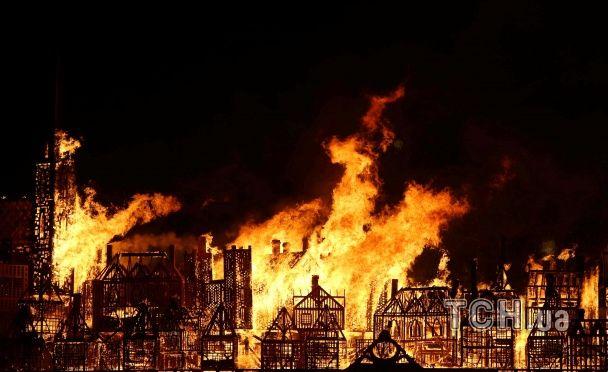 У Британії нагадали про велику пожежу спаленням 120-метрового дерев'яного Лондона