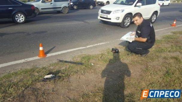 У Києві під колесами мікроавтобуса загинув грабіжник, який тікав після злочину