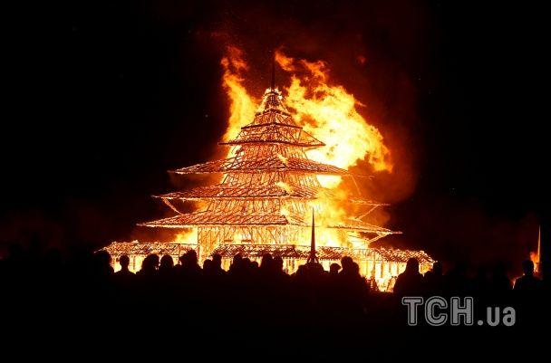 Охваченный пламенем храм в пустыне. В США закончился фестиваль независимого искусства Burning Man