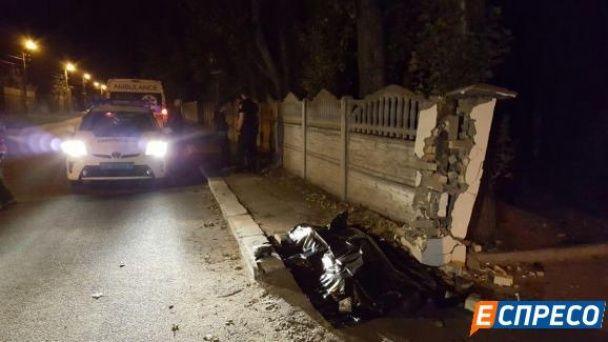 У Києві мікроавтобус наїхав на трьох пішоходів та втік з місця події