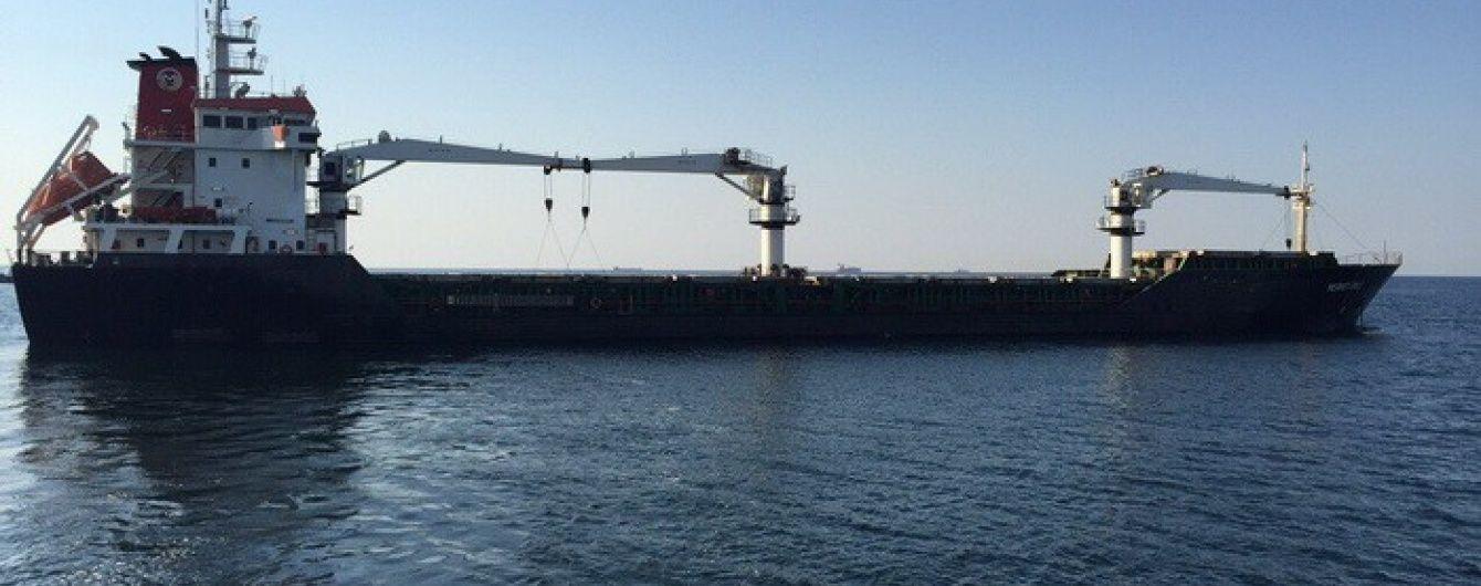 На Дунаї затримали судно з сирійцями, яке незаконно заходило до кримського порту