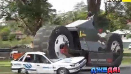 Автомузей с металлолома и мотоцикл, который не влезает в гараж. Международный обзор