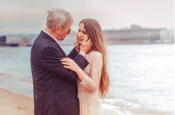 Молода дружина 85-річного Краска похизувалася романтичними фото з коханим