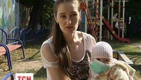 7-месячная Николь нуждается в помощи, ей нужна пересадка костного мозга