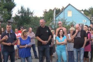 Жителі села на Полтавщині розповіли, як роми напали на дітей із сокирами й залізними палицями