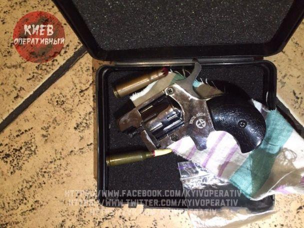 Патрульна, яка їздила нетвереза за кермом, відкрила стрілянину у ресторані Києва
