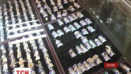 В Херсоне грабители дерзко ограбили ювелирный магазин