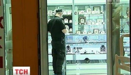 """План """"Перехват"""" объявили в Киеве из-за ограбления ювелирного магазина"""