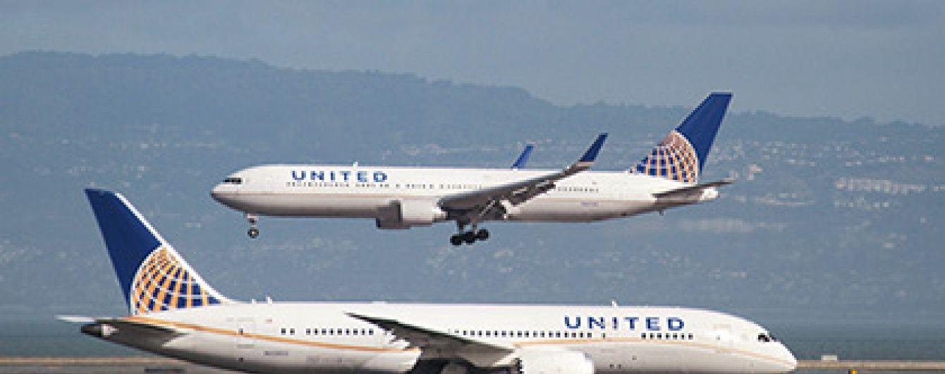 У США екстрено приземлився літак через п'яного дебошира