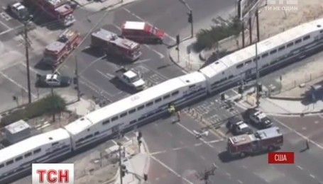 Принаймні 21 людина постраждала у США після зіткнення пасажирського потяга із вантажівкою