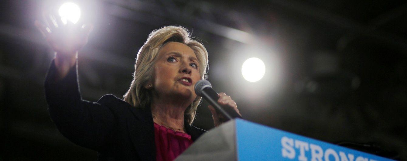 Працювала як демон: Клінтон пояснив проблеми зі здоров'ям дружини