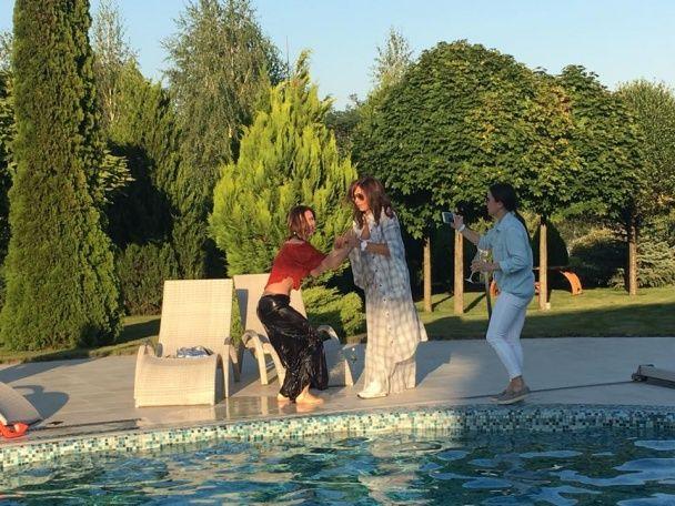 Танці на столі та пірнання в басейн: Нєдєльська із розмахом відсвяткувала 45-річчя