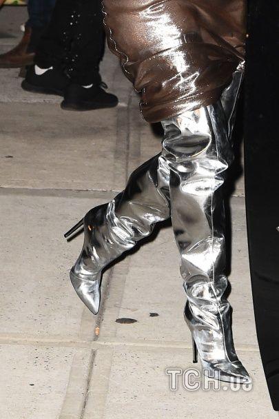 Леді металлік: відверта Кім Кардашян засвітила груди у прозорій сукні