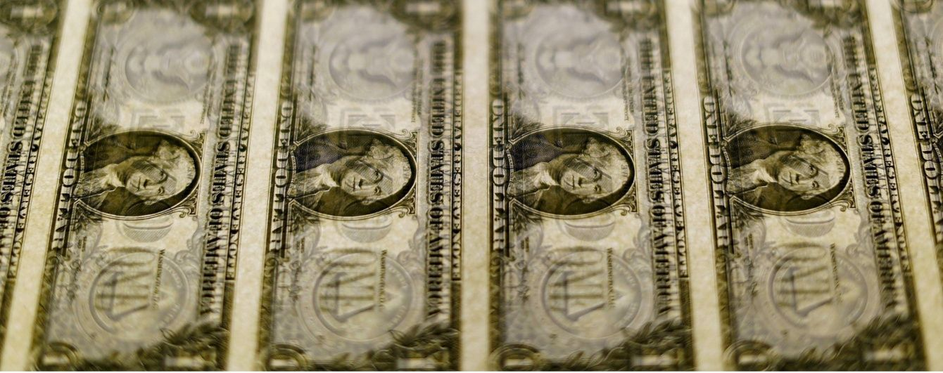 Вартість долара, мексиканського песо і акцій впала через інформацію про лідерство Трампа на виборах