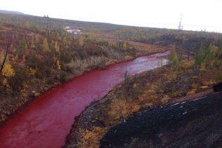 Одна з річок у Росії стала криваво-червоною