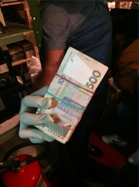 СБУ спіймала харківських митників на майже 300-тисячному хабарі