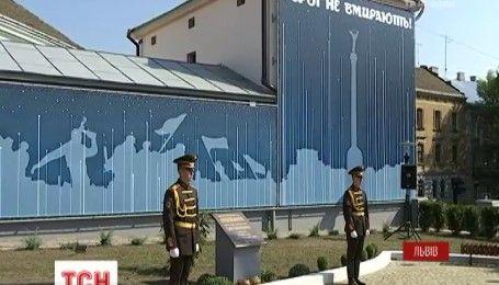 На подвір'ї Львівської політехніки відкрили меморіал на честь загиблих героїв АТО і Небесної сотні