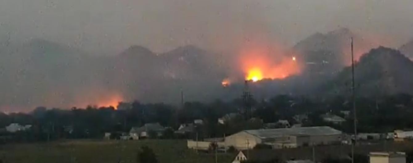 Боец АТО показал видео с горящими складами боевиков в Марьинке