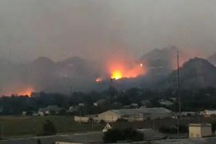 Боєць АТО показав відео із палаючими складами бойовиків у Мар'їнці