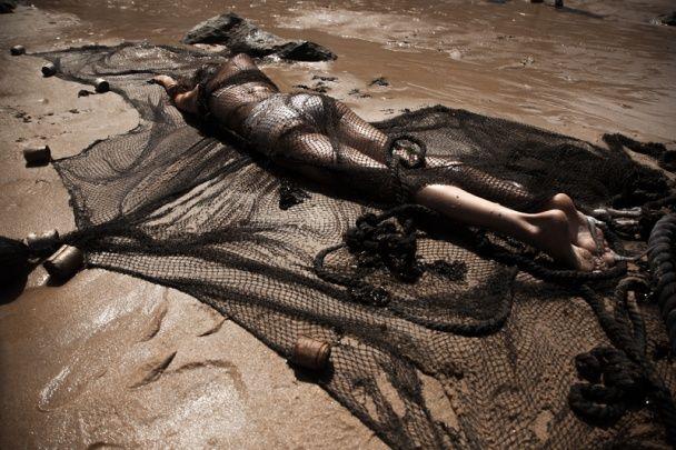Еротика в печері з ангелом Victoria's Secret в образі русалки: Макс Барських зняв новий кліп