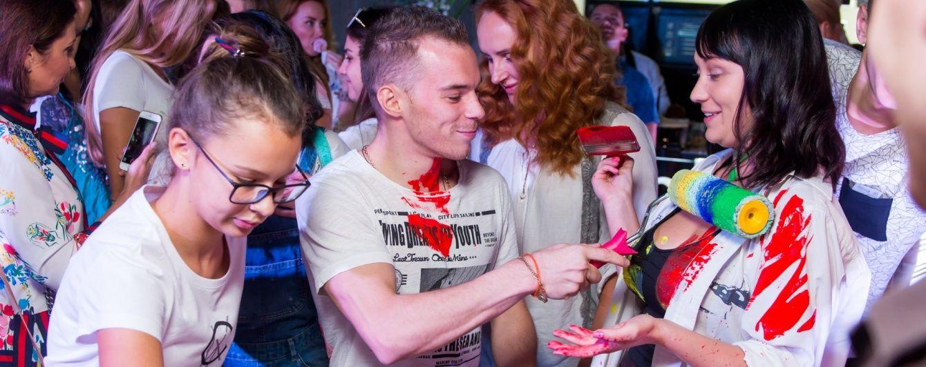 Олімпійського чемпіона Верняєва вимазали фарбою в центрі Києва