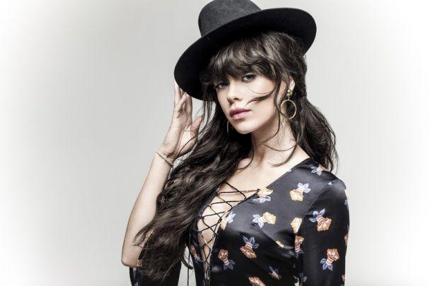В стилі бохо-шик: сексуальна Марія Яремчук приміряла розкішні дизайнерські сукні