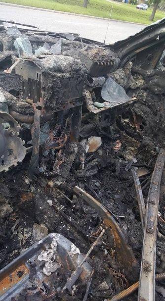 В США за смартфон Samsung сгорел джип