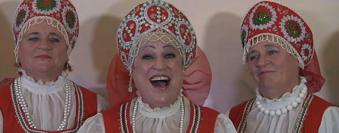 Сестри Кардашян у зламаному ліфті та бабці, які готові віддати Путіну дівочу честь. Тренди Мережі