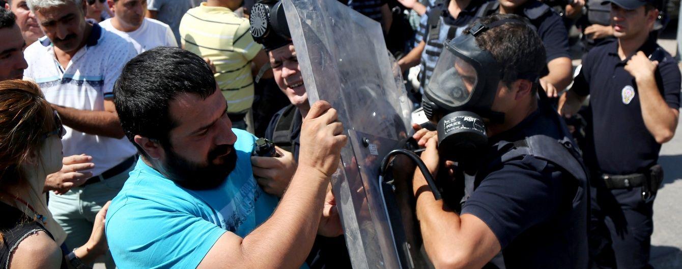 Сльозогінний газ і водомети: в Туреччині поліція розігнала демонстрацію проти звільнення вчителів