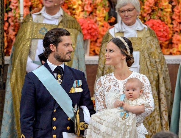 Найяскравіші фото дня: хрещення 5-місячного принца Швеції, найдорожчий алмаз у світі