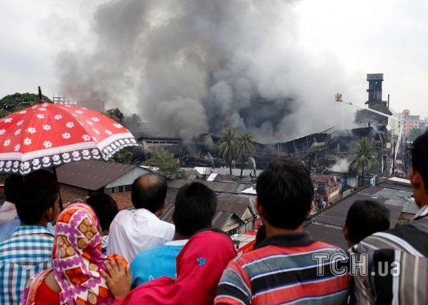 Кількість жертв унаслідок потужного вибуху на заводі в Бангладеш значно зросла