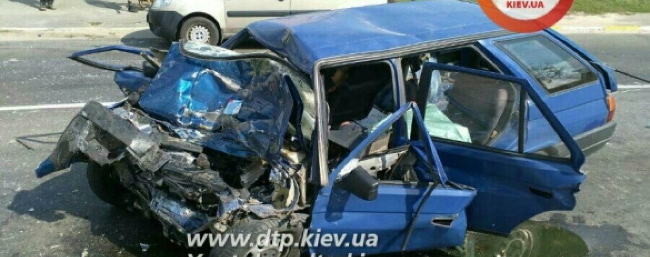 Поблизу Києва водій та пасажири легковика миттєво загинули після зіткнення з маршруткою