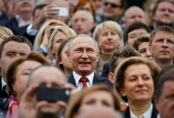 Найяскравіші фото дня: мордобій за участі російських хокеїстів, День фізкультури у Києві