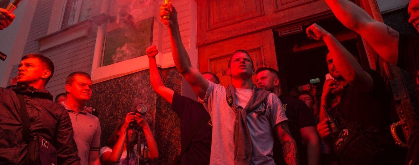 """Після звільнення з-під варти керівник осередку """"Азову"""" пішов пікетувати """"Київміськбуд"""""""