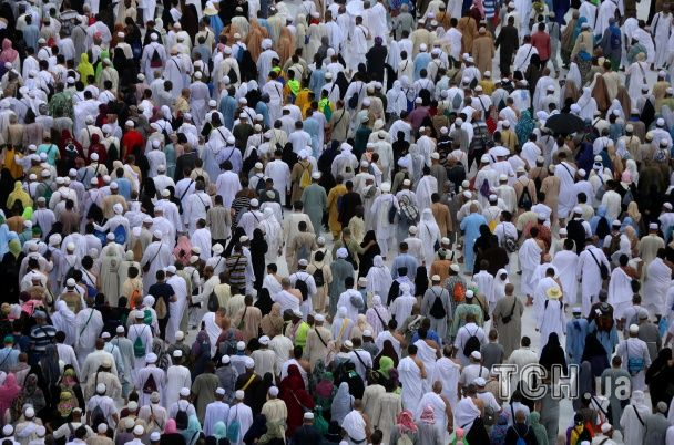 1,5 мільйона мусульман за суворих заходів безпеки розпочали хадж у Саудівській Аравії