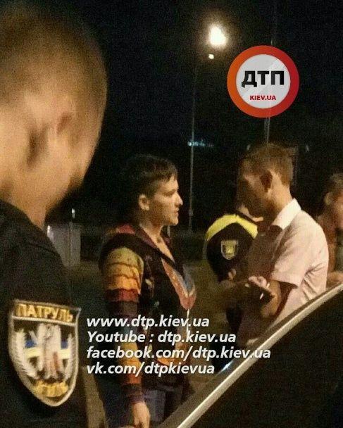 У Києві п'яний водій в'їхав у авто із Савченко