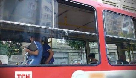 У Одесі під час сутички чоловік вистрелив із пістолета у трамваї