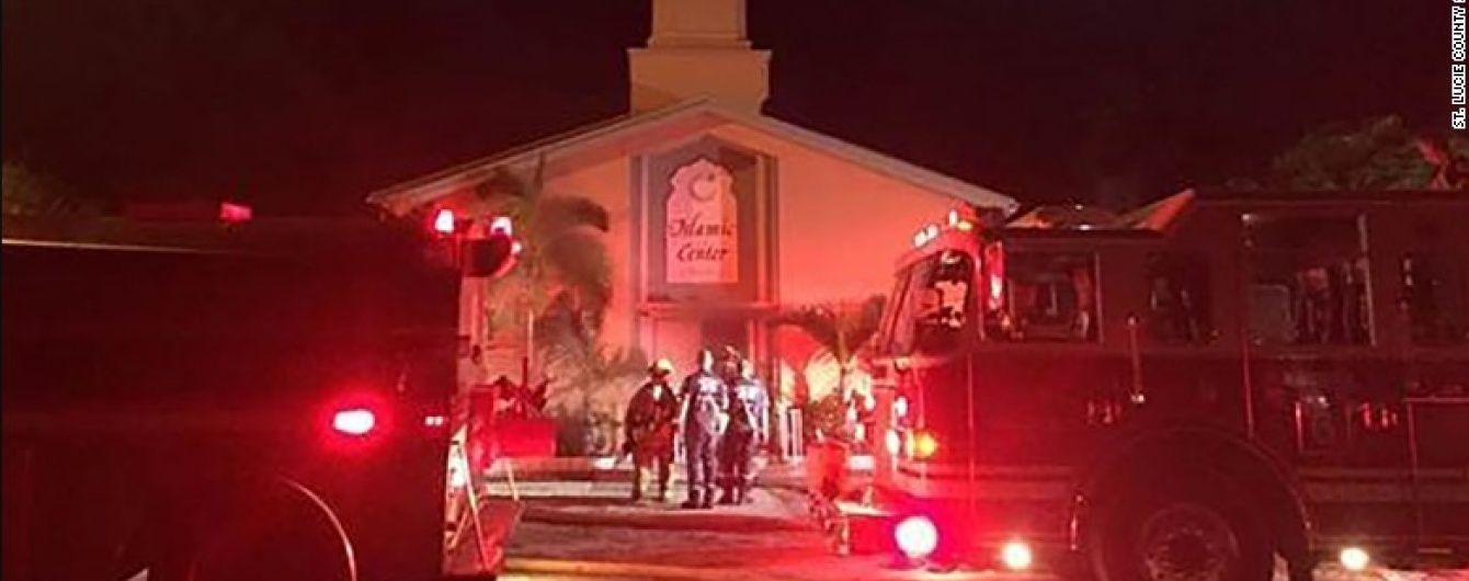 У США спалахнула мечеть, куди приходив молитися орландський стрілець