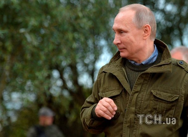 Уха на пеньках і чаювання вдвох. Як Путін та Медведєв влаштували рибацьке рандеву
