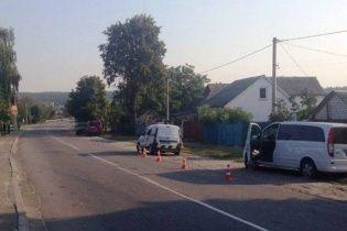 Поблизу Києва дівчинка загинула під колесами маршрутки, травмовано хлопчика