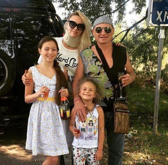 Полякова із родиною