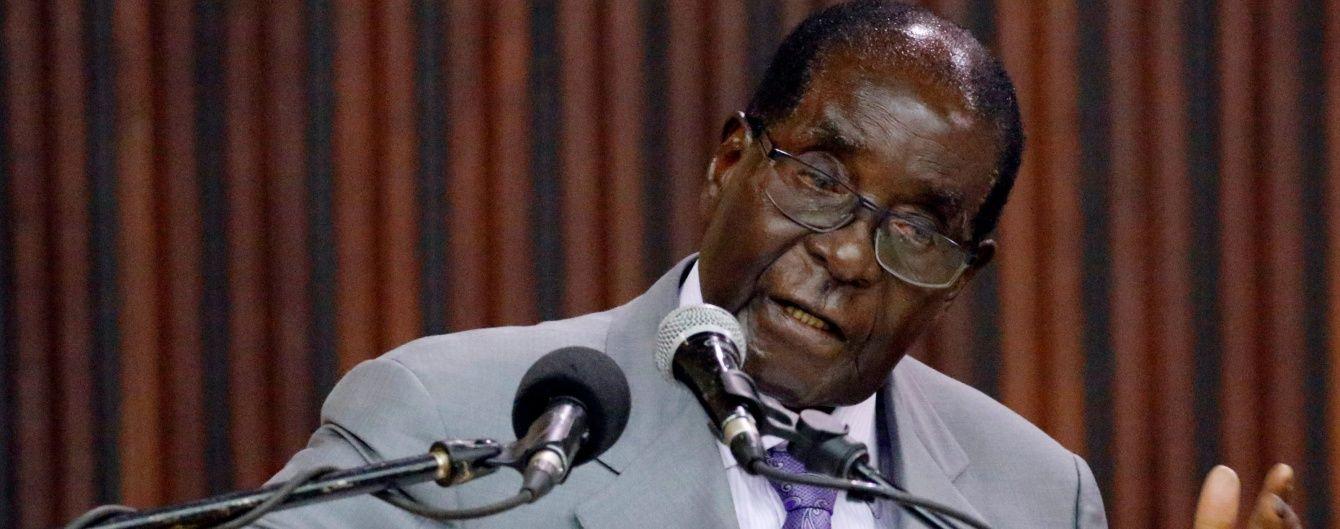 Супермен або Мерк'юрі: у Зімбабве президент відкрив 4-метровий пам'ятник сам собі